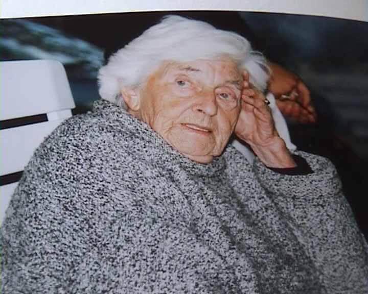 Foto van Jeltje Jensma - Miedema als hoogbejaarde vrouw. MEMOIRES OP VIDEO… VOOR EEUWIG EEN PORTRET VAN UW LEVEN!