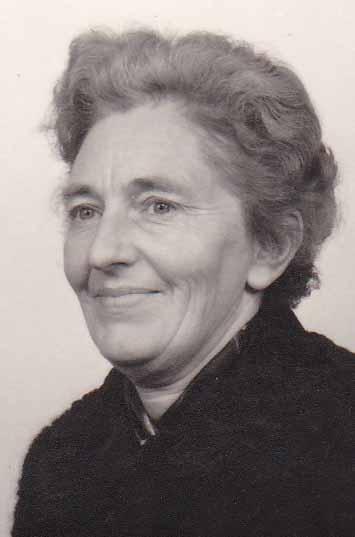 Foto van Jeltje Jensma - Miedema als bejaarde vrouw in Kollum. MEMOIRES OP VIDEO… VOOR EEUWIG EEN PORTRET VAN UW LEVEN!